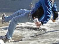 Beköszöntött a tél... újra havasak, síkosak, csúszósak lehetnek a járdák - előzzük meg a baleseteket!