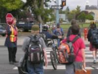 Időben szólunk a baleset- és problémamegelőzés érdekében: közlekedés és megállás az iskola környékén
